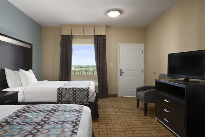 Guest room at the Days Inn & Suites Gonzales in Gonzales, Texas