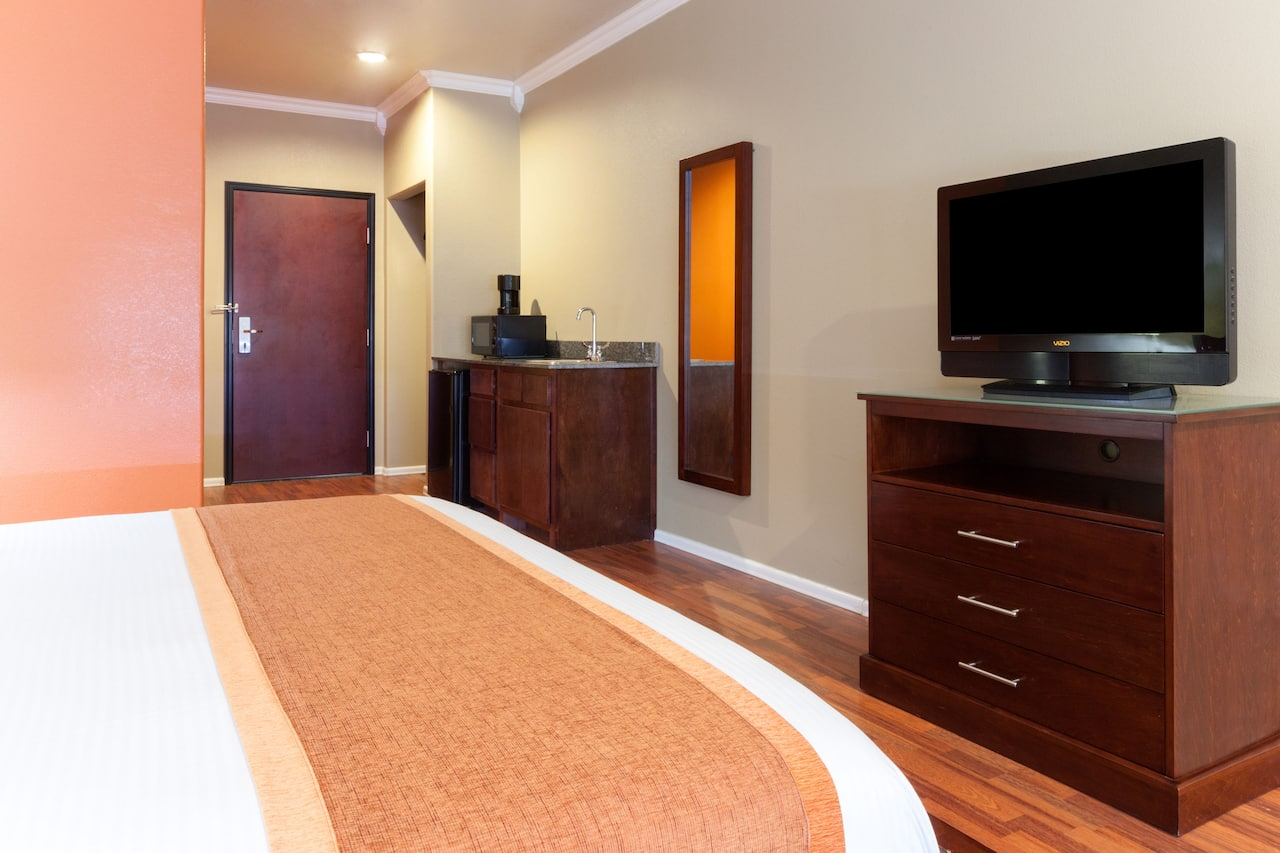at the Days Inn & Suites Groesbeck in Groesbeck, Texas