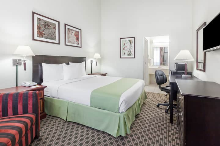 Days Inn Irving Grapevine DFW Airport North suite in Irving, Texas