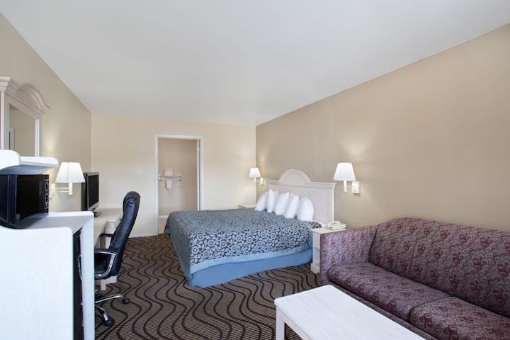 Guest room at the Days Inn Kerrville in Kerrville, Texas