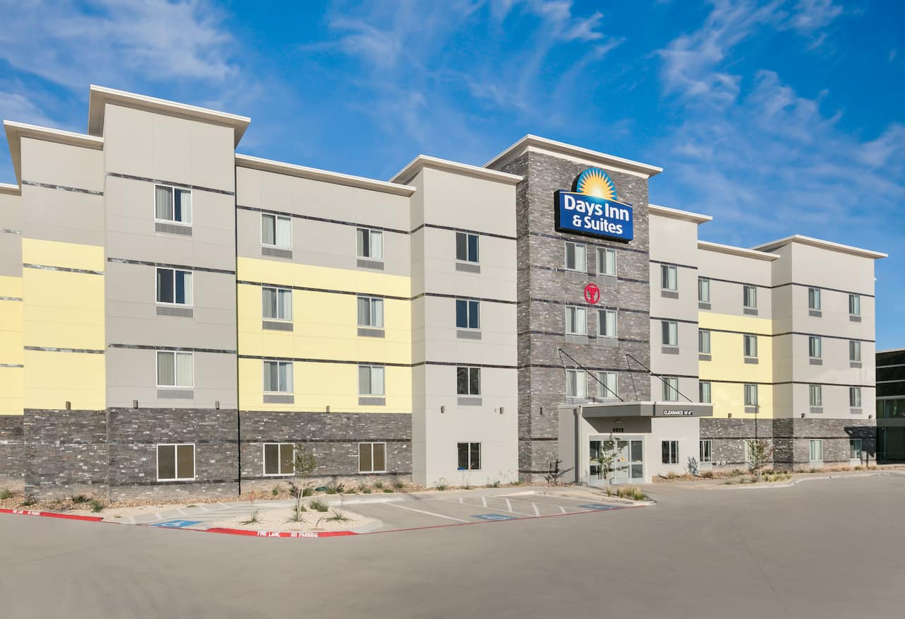 Days Inn & Suites Lubbock Medical Center in  Lubbock,  Texas