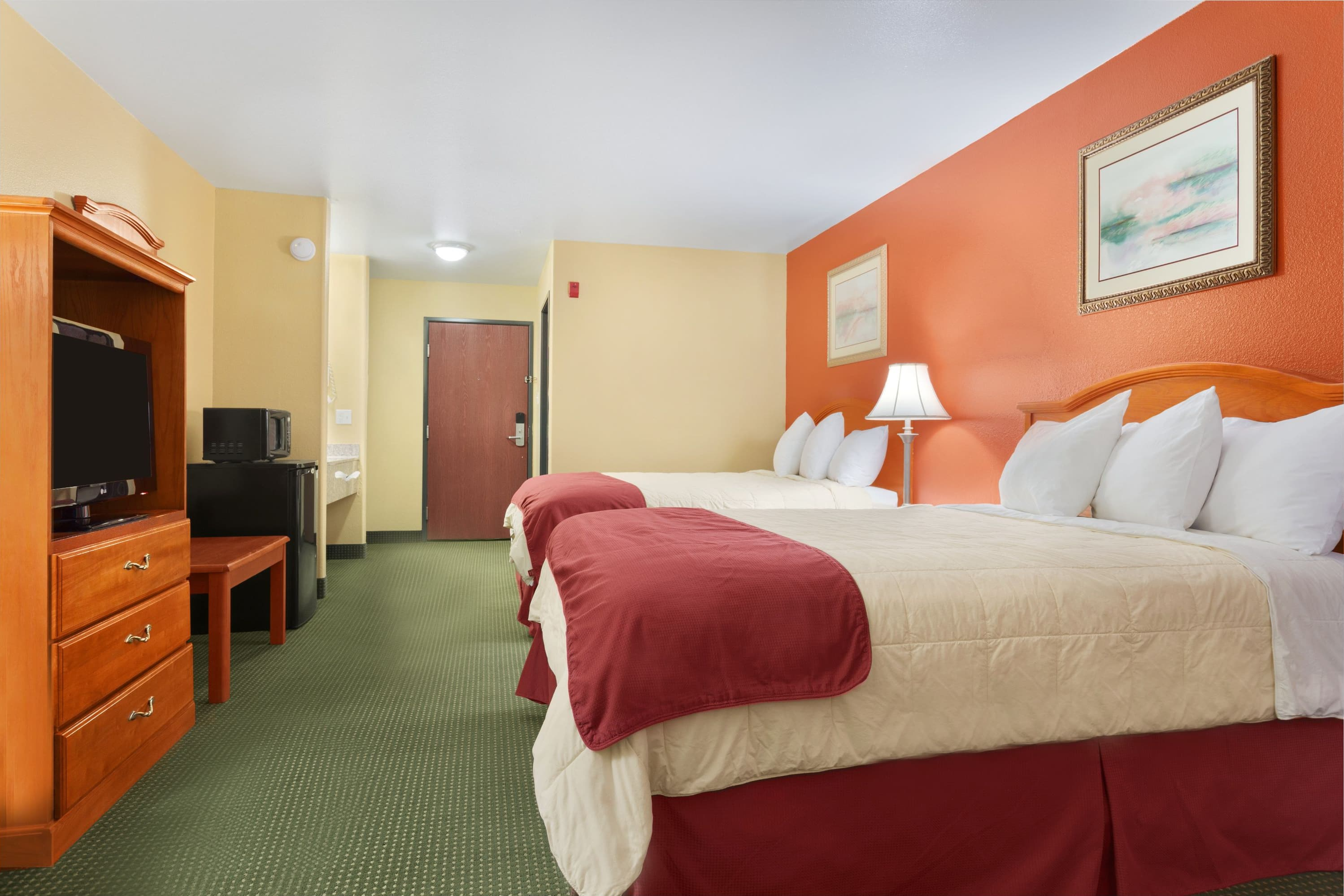 Guest room at the Days Inn Lumberton in Lumberton, Texas