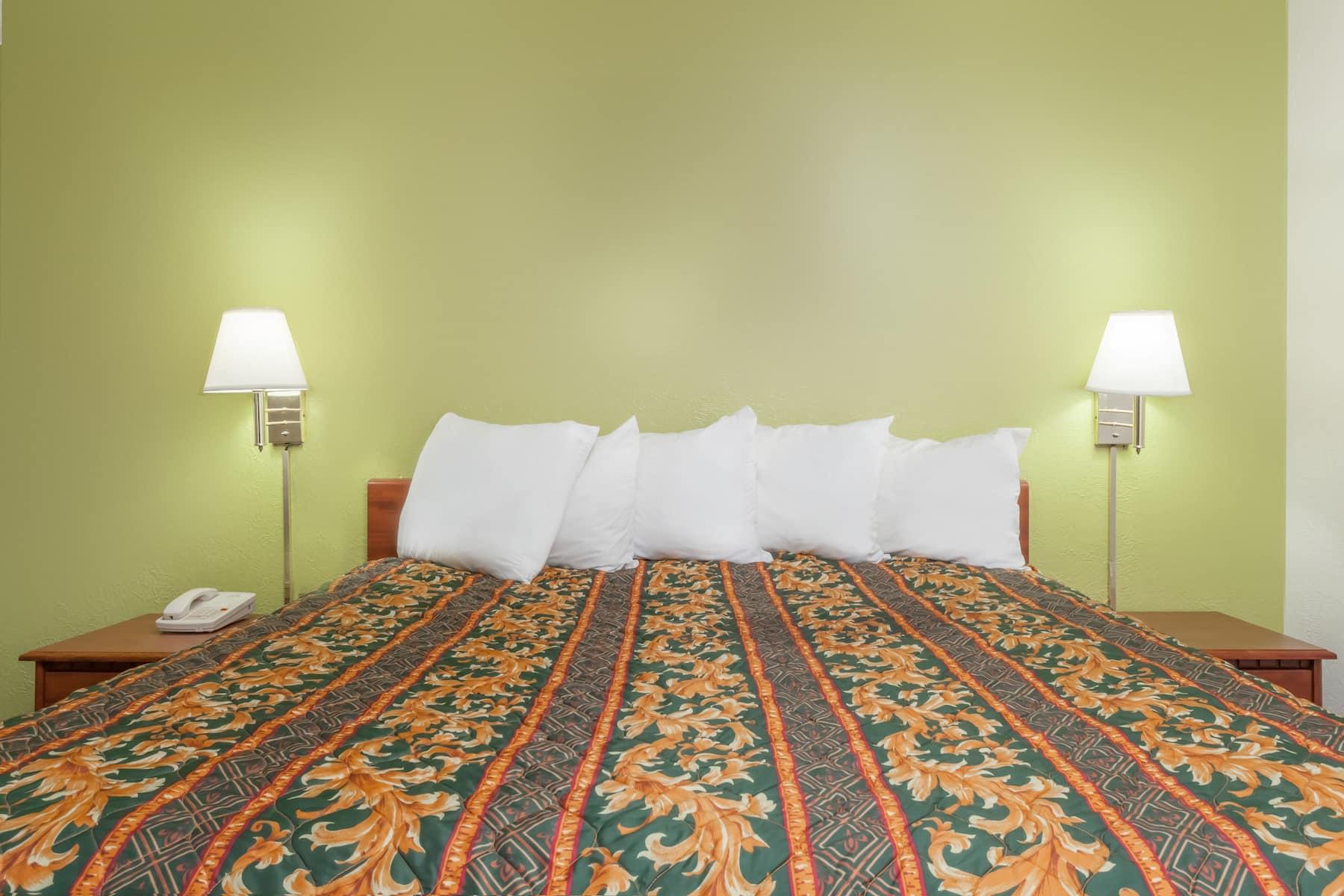 Days Inn By Wyndham San Antonio Lytle Lytle Tx Hotels