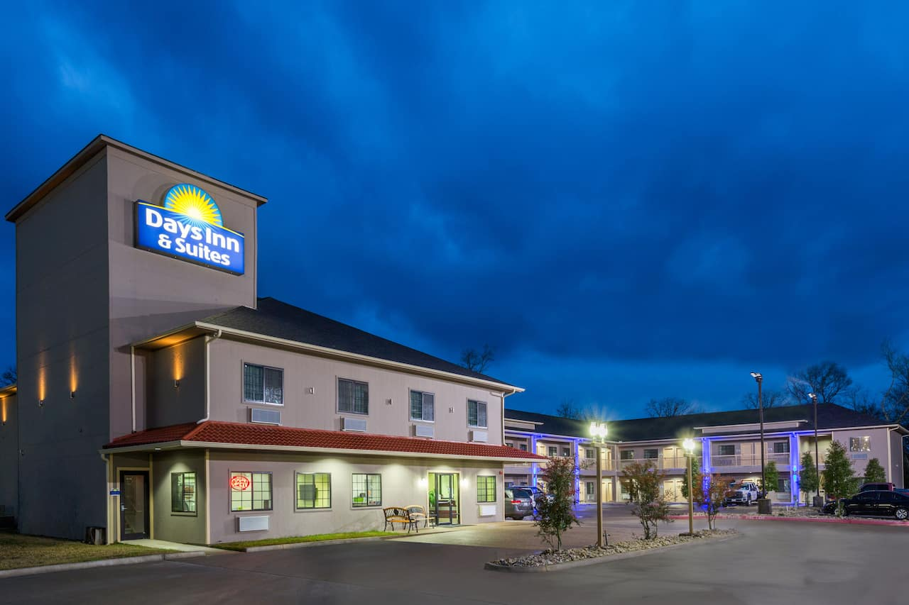 Days Inn & Suites Madisonville in Madisonville, Texas