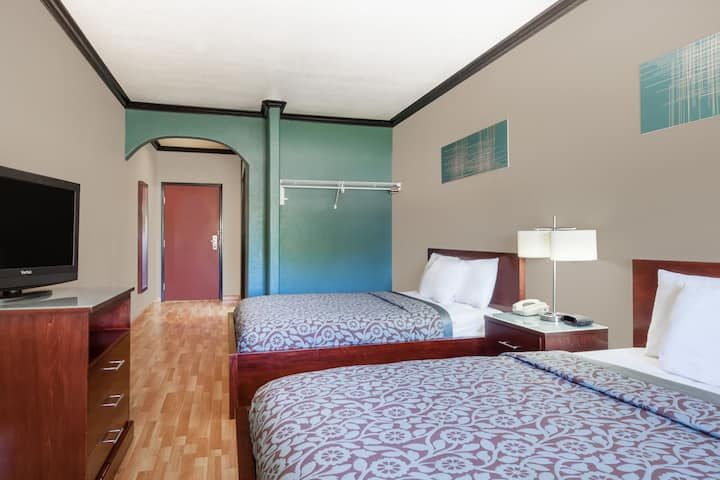 Guest room at the Days Inn & Suites Marquez in Marquez, Texas