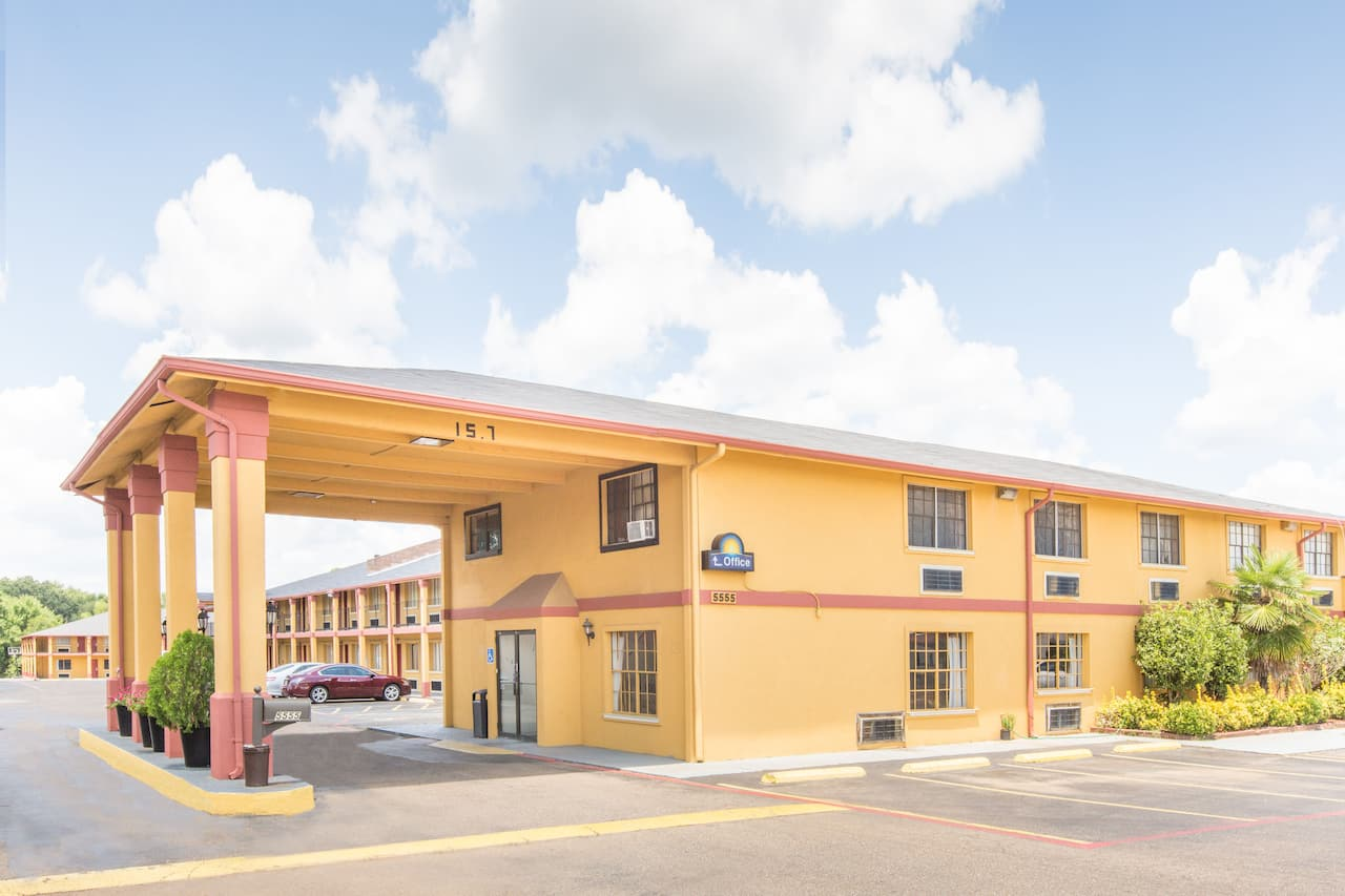 Days Inn & Suites Marshall in  Longview,  Texas