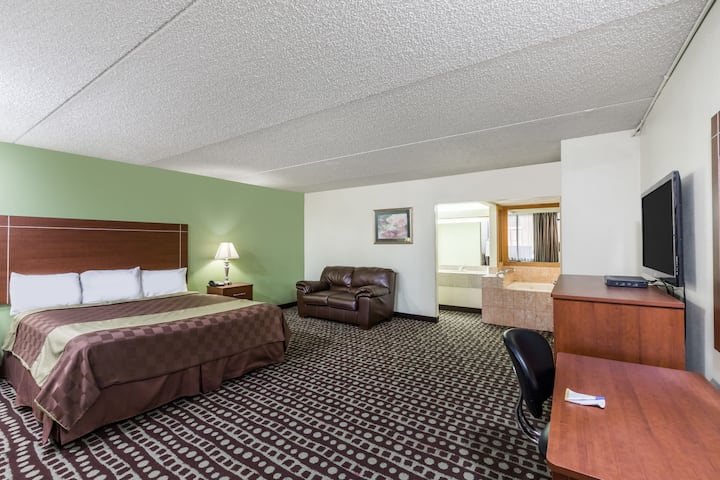Days Inn Midland suite in Midland, Texas