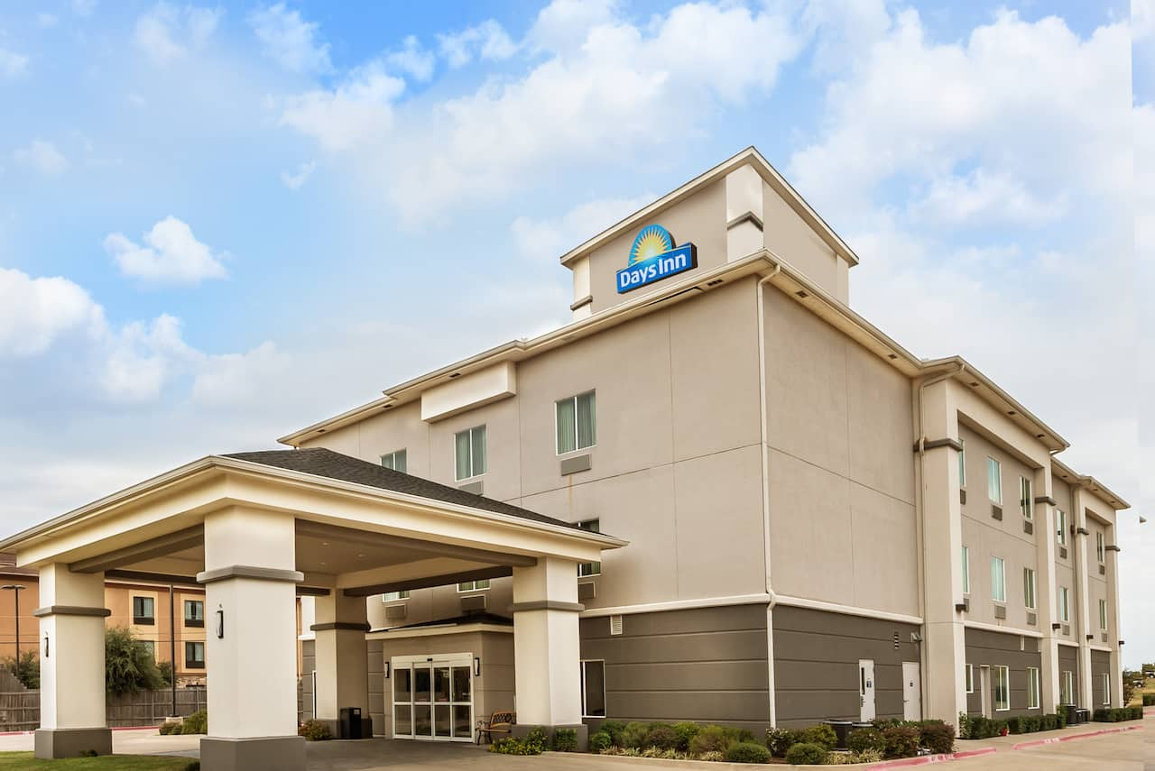 Days Inn & Suites Mineral Wells in Mineral Wells, Texas