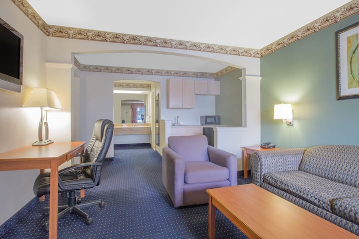 Days Inn by Wyndham Nacogdoches/SFA University/Downtown suite in Nacogdoches, Texas