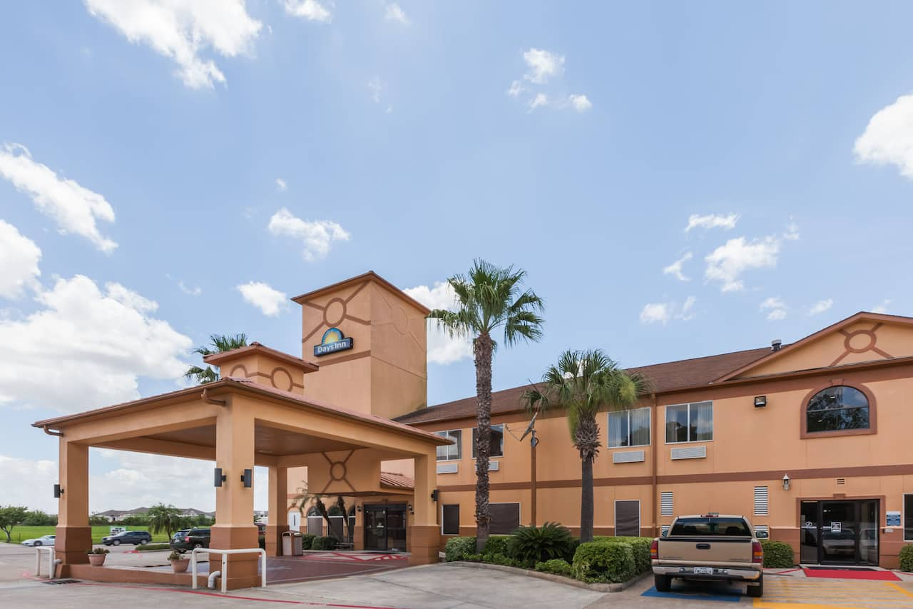 Days Inn & Suites Pasadena in  Houston,  Texas