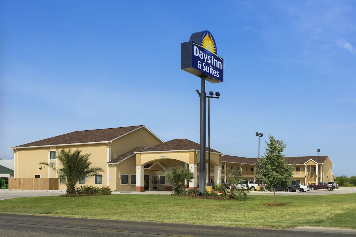 Exterior Of Days Inn Pearsall Hotel In Texas
