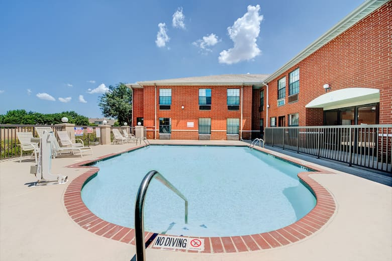 Pool At The Days Inn Dallas Plano In Texas