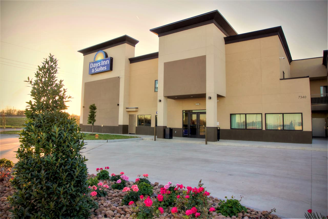 Days Inn & Suites Port Arthur in Beaumont, Texas