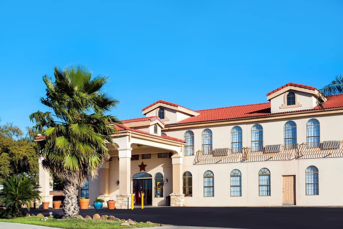 Exterior Of Days Inn San Antonio Northwest Seaworld Hotel In Texas