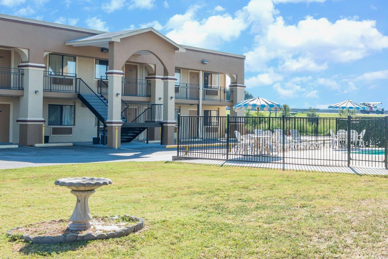 Days Inn - San Marcos in Seguin, Texas
