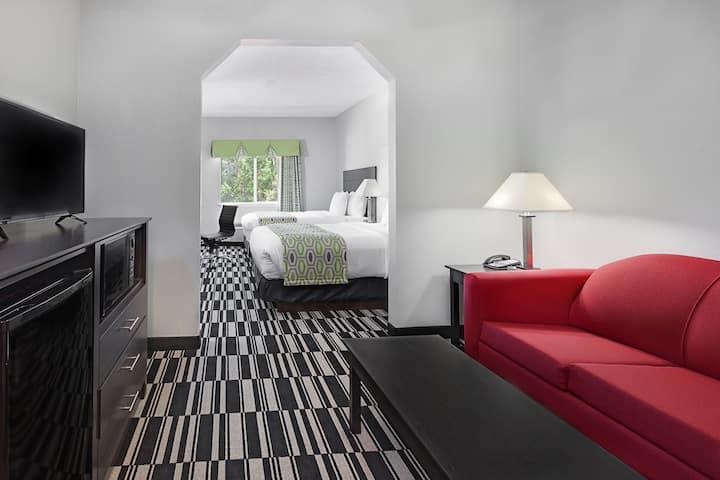 Days Inn and Suites Sulphur Springs suite in Sulphur Springs, Texas