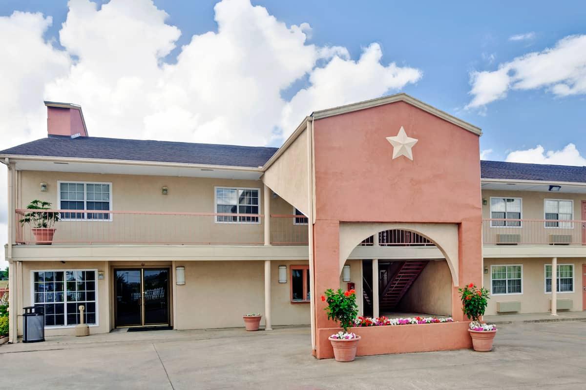 Exterior Of Days Inn Terrell Hotel In Texas