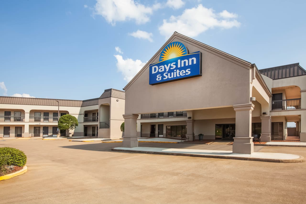 Days Inn and Suites Tyler in  Kilgore,  Texas