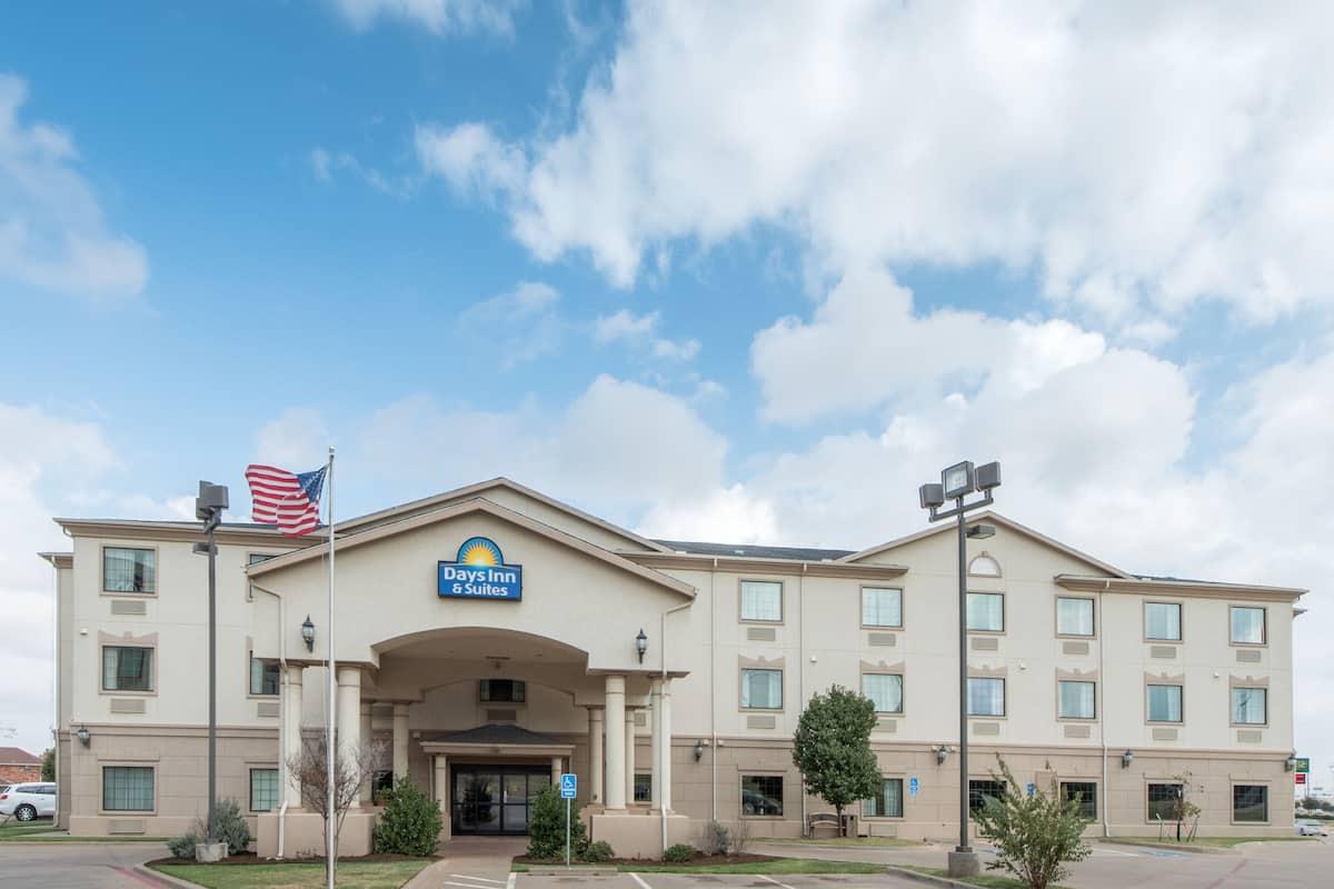 Exterior Of Days Inn Suites Wichita Falls Hotel In Texas