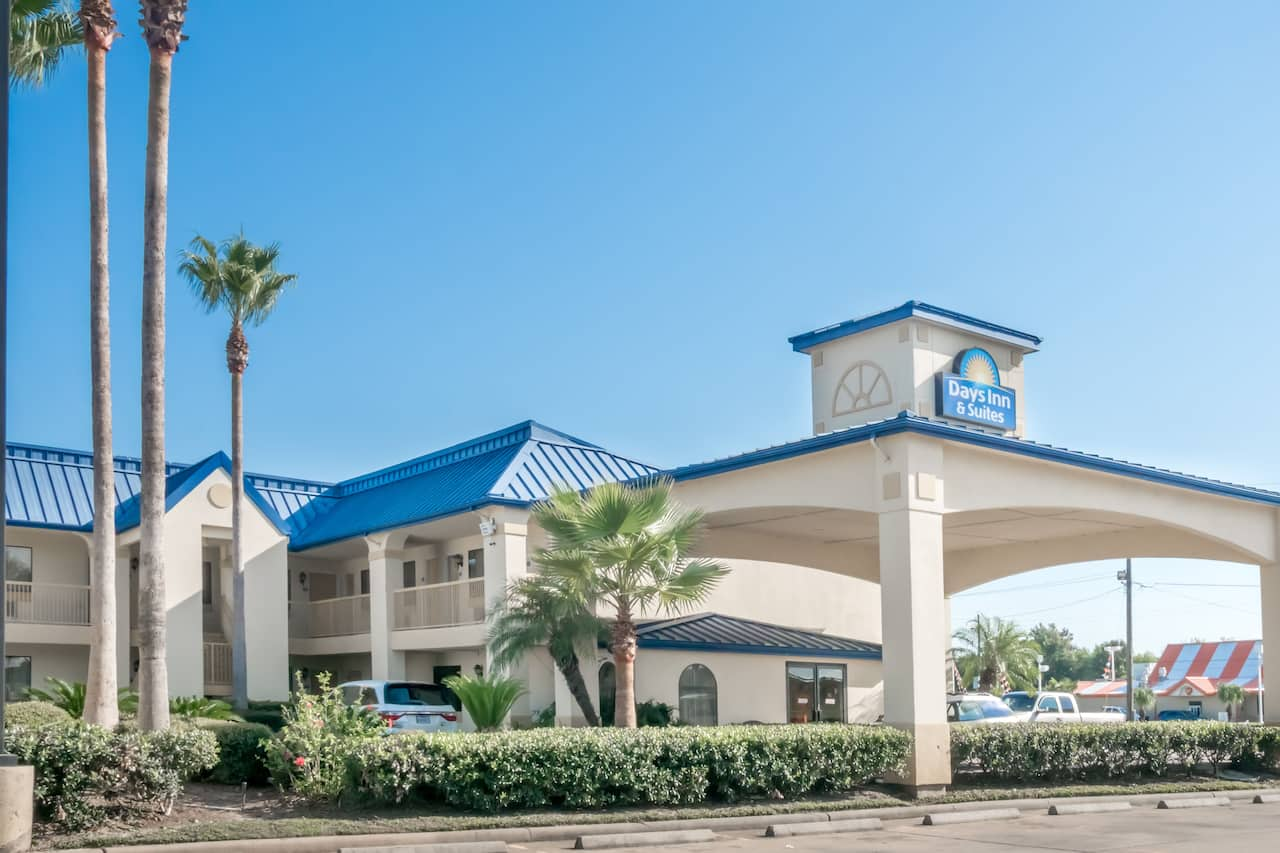 Days Inn & Suites Winnie in Winnie, Texas
