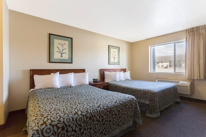 Guest room at the Days Inn Beaver in Beaver, Utah