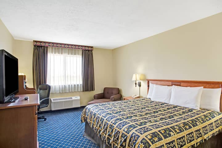 Guest room at the Days Inn Brigham City in Brigham City, Utah