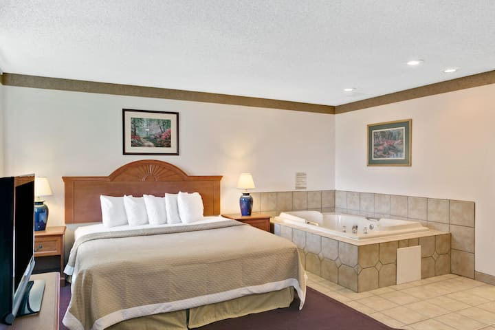 Days Inn Clearfield suite in Clearfield, Utah
