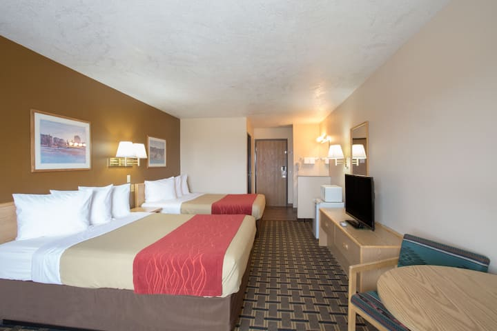 Guest room at the Days Inn Hurricane/Zion National Park Area in Hurricane, Utah