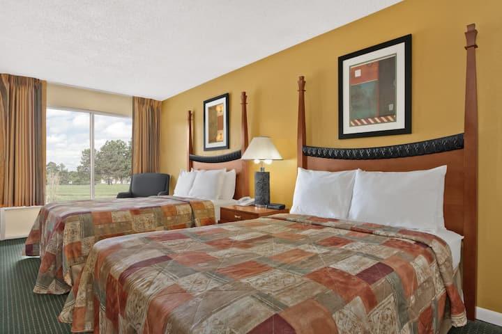 Guest room at the Days Inn Emporia in Emporia, Virginia