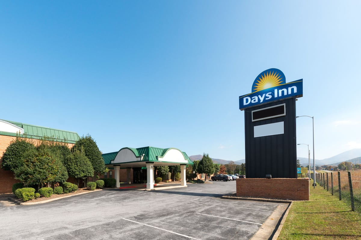 Exterior Of Days Inn By Wyndham Luray Shenandoah Hotel In Virginia