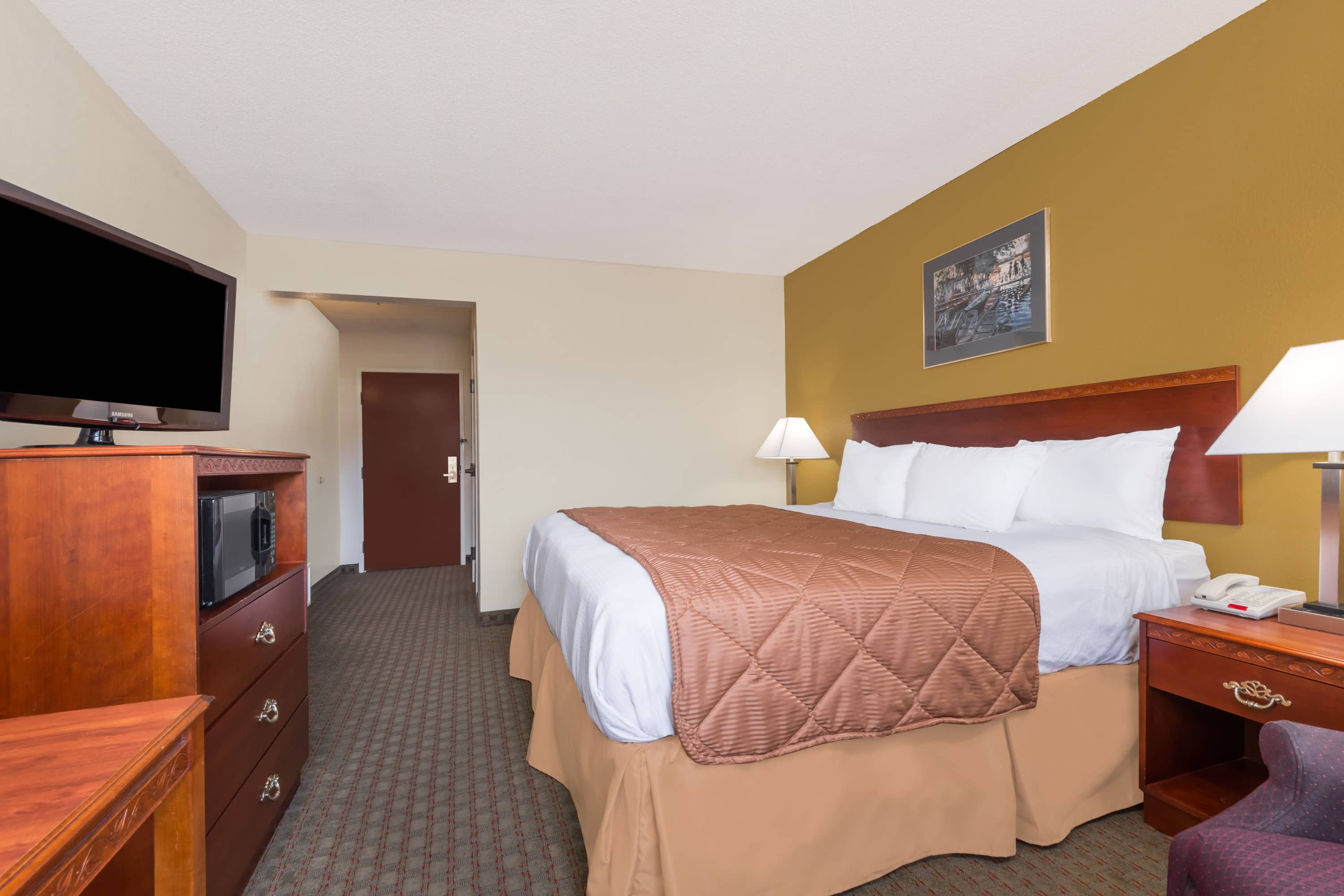 Guest room at the Days Inn Norton in Norton, Virginia