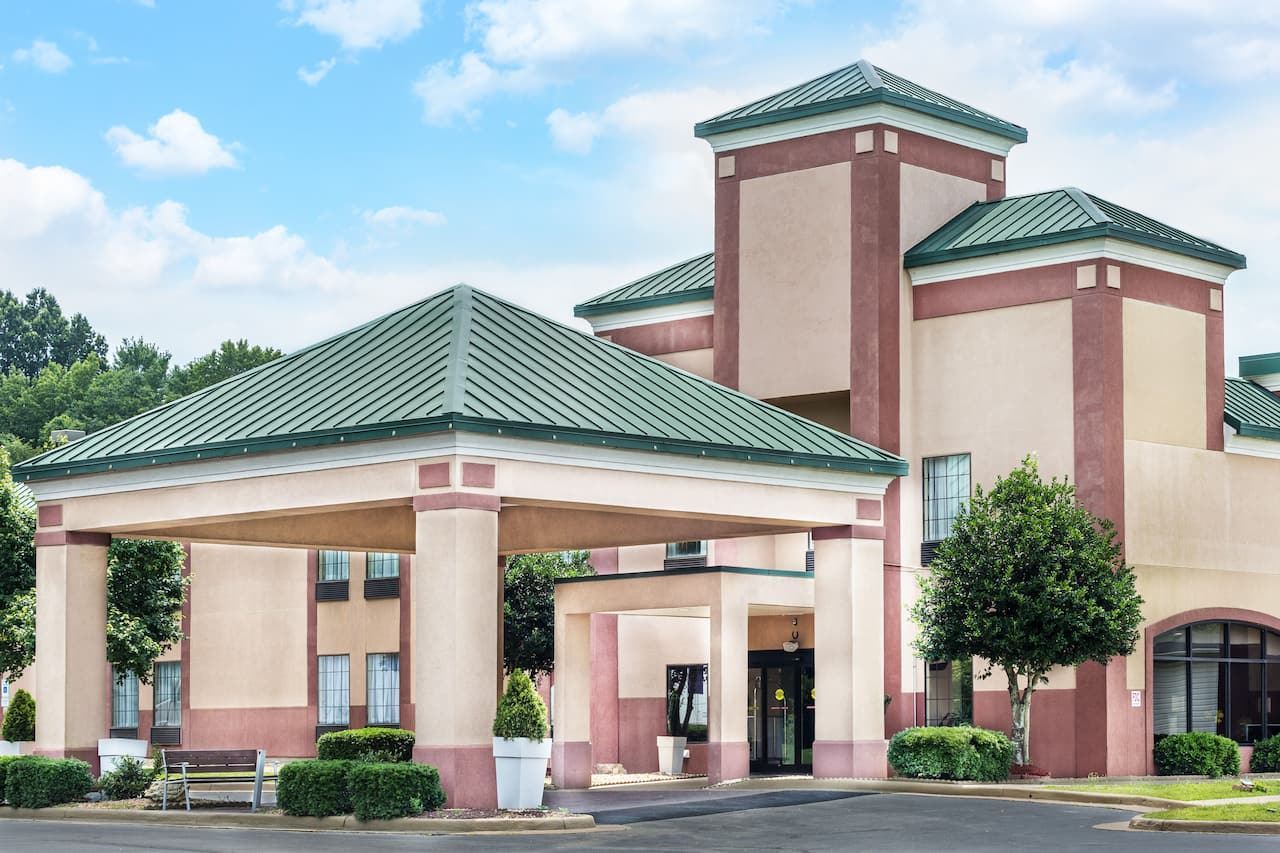Days Inn & Suites South Boston in South Boston, Virginia