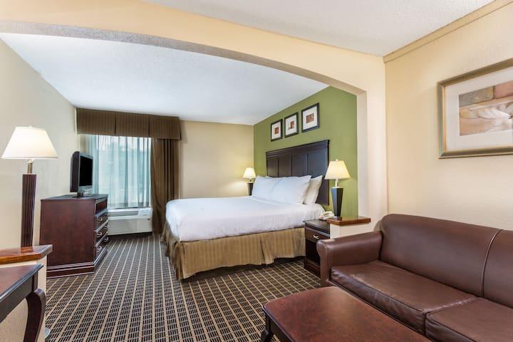 Days Inn & Suites South Boston suite in South Boston, Virginia