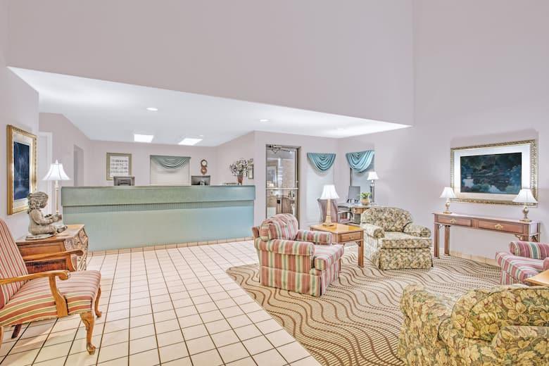 Days Inn By Wyndham Wytheville Hotel Lobby In Virginia