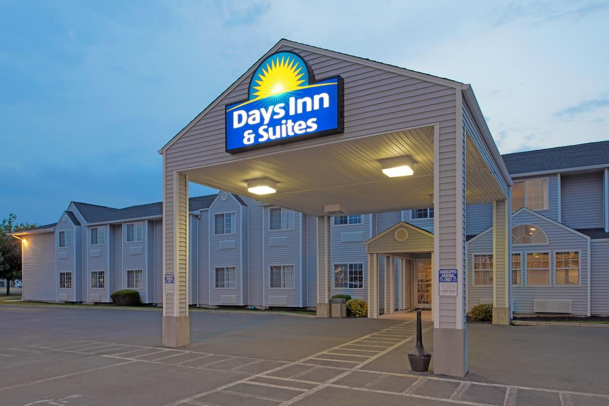 Exterior of Days Inn & Suites by Wyndham Spokane Airport Airway Heights  hotel in Airway Heights