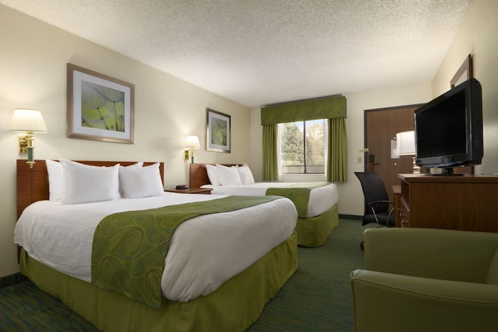 Guest room at the Days Inn Bellevue Seattle in Bellevue, Washington