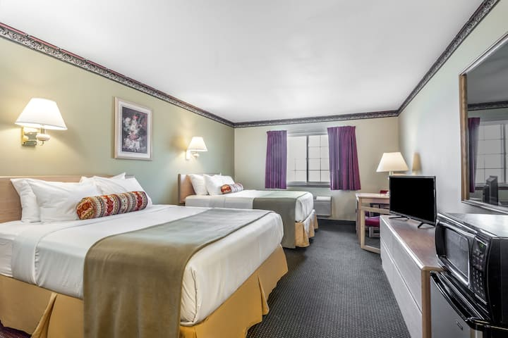Guest room at the Days Inn and Conference Center Ellensburg in Ellensburg, Washington