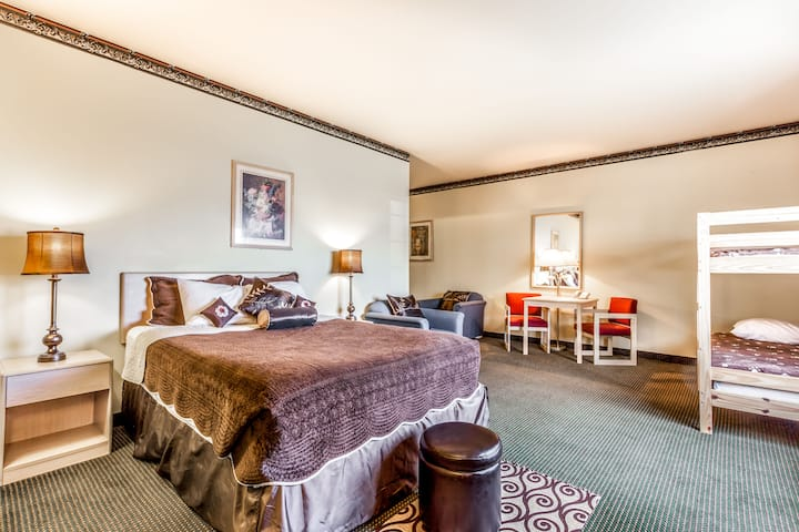 Days Inn and Conference Center Ellensburg suite in Ellensburg, Washington