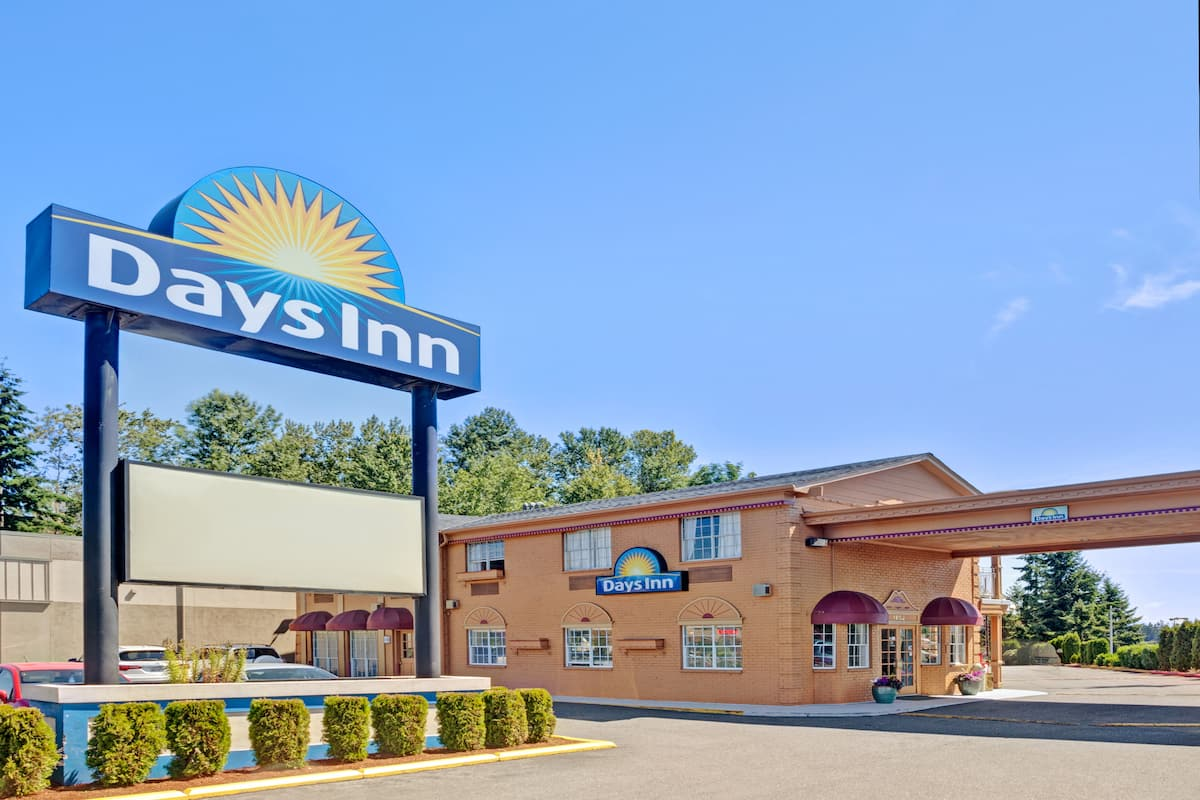 Exterior Of Days Inn Everett Hotel In Washington