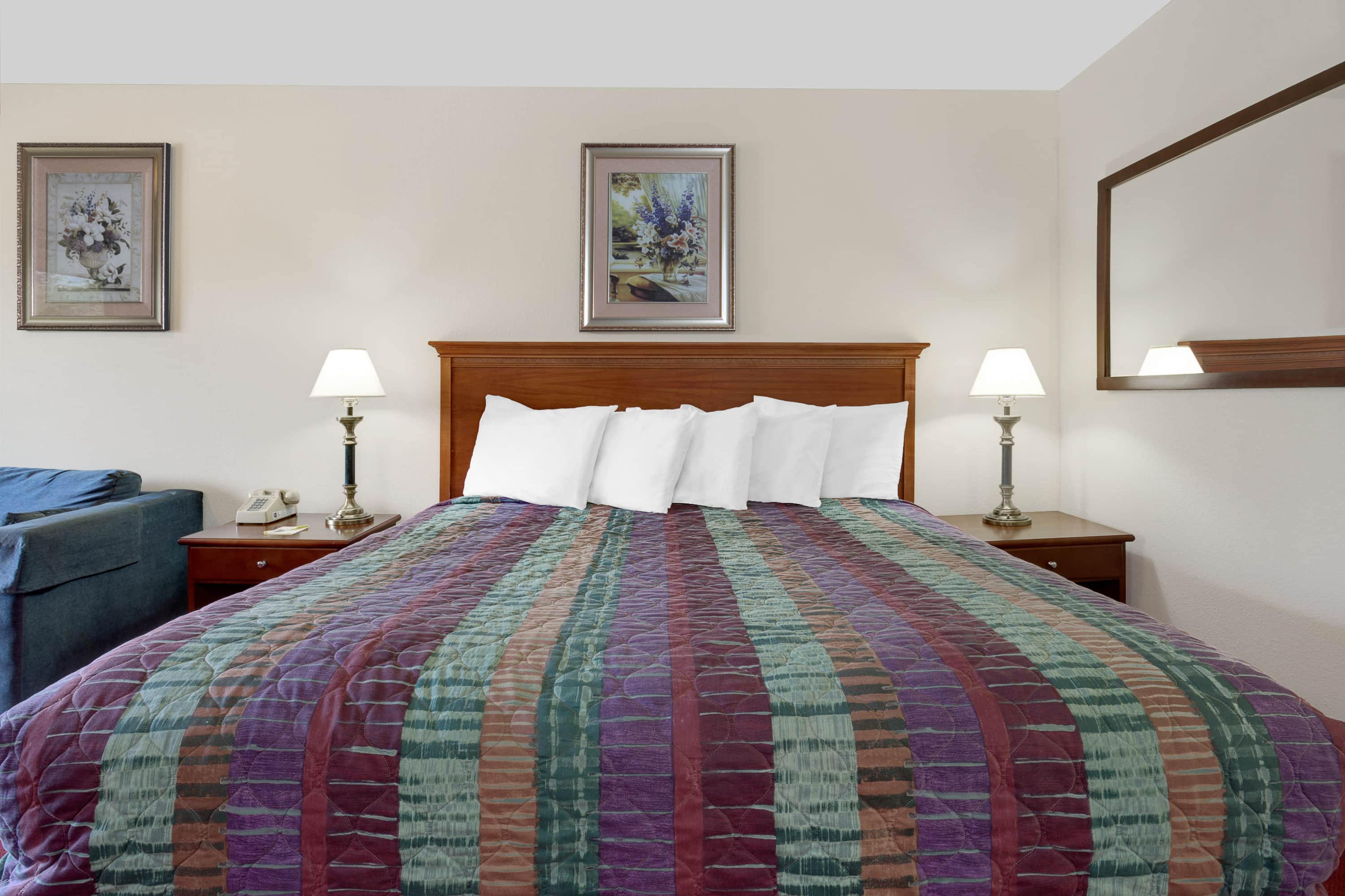 Guest room at the Days Inn Port Angeles in Port Angeles, Washington