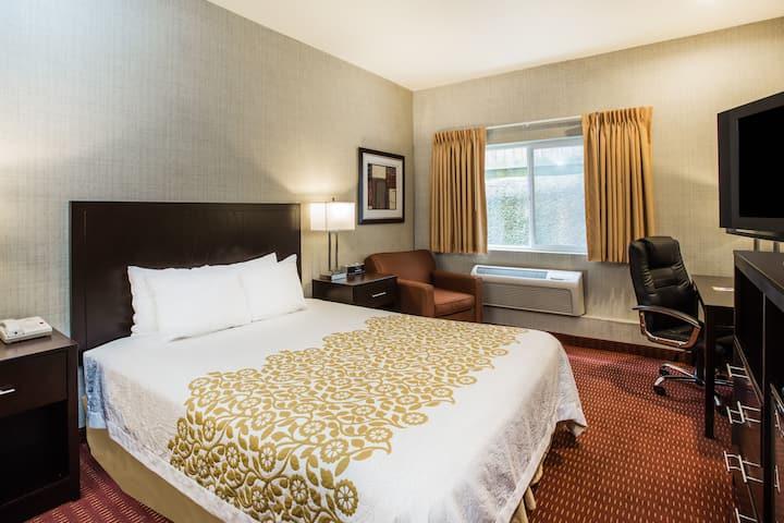 Days Inn Seattle Aurora suite in Seattle, Washington