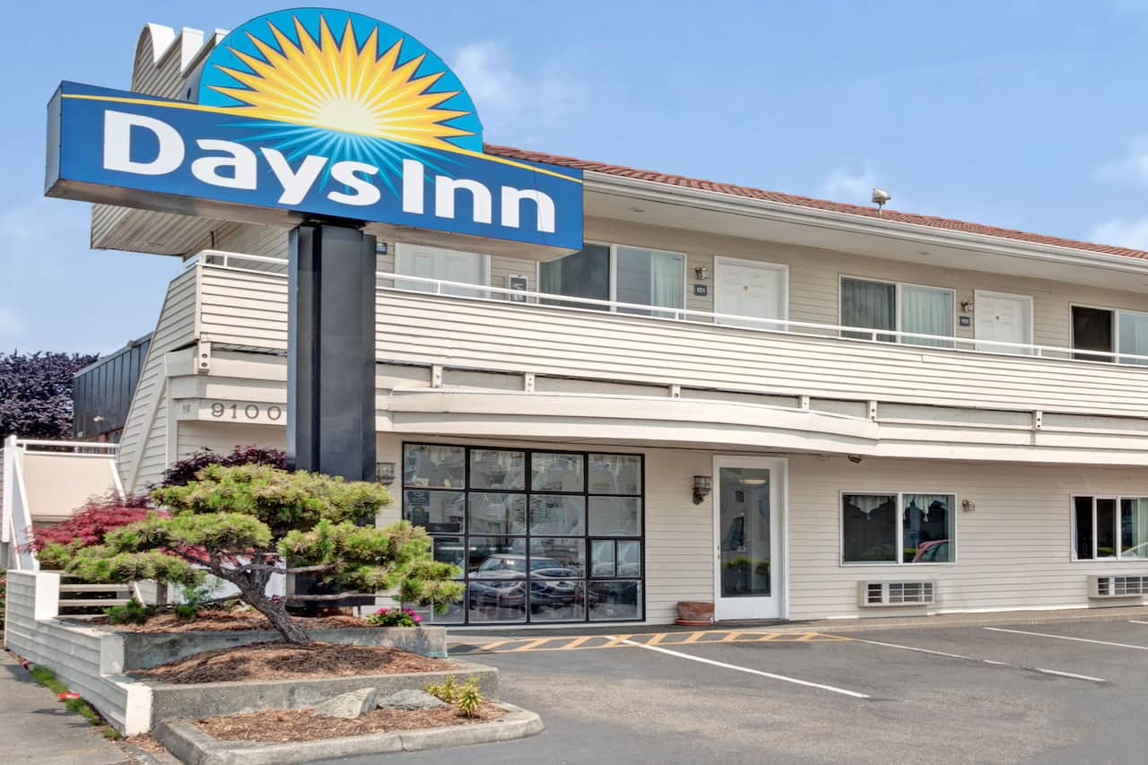 Days Inn Seattle North of Downtown in Shoreline, Washington