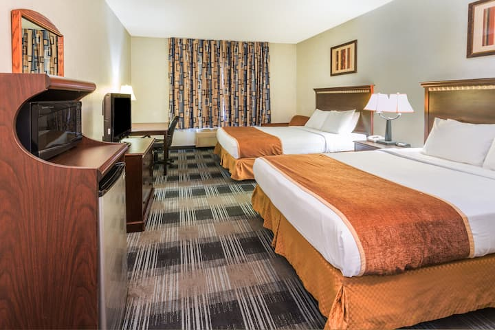 Guest room at the Days Inn & Suites Vancouver in Vancouver, Washington