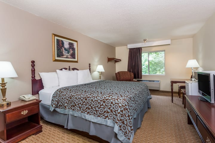 Guest room at the Days Inn & Suites Kaukauna WI in Kaukauna, Wisconsin