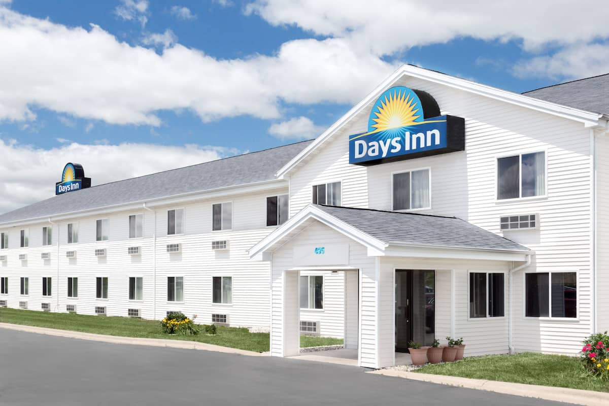 Exterior Of Days Inn Neenah Hotel In Wisconsin
