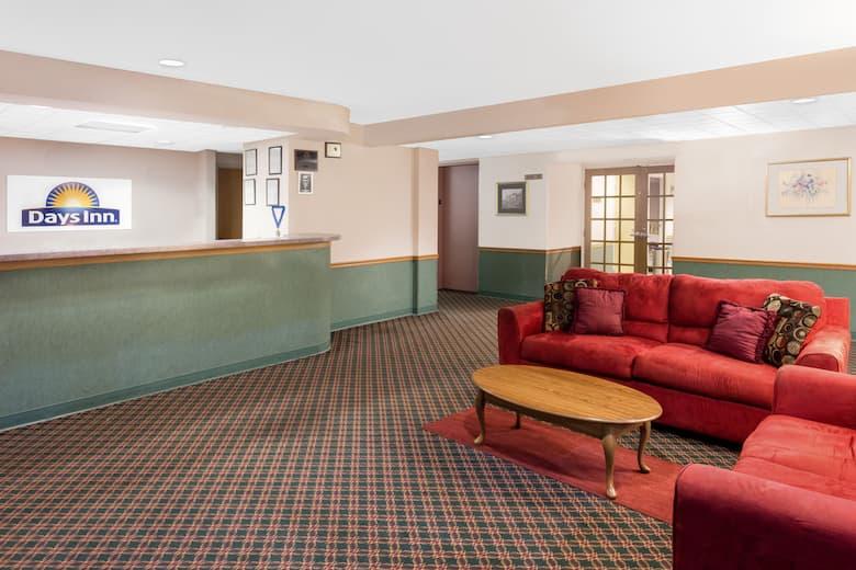 Days Inn By Wyndham Neenah Hotel Lobby In Wisconsin