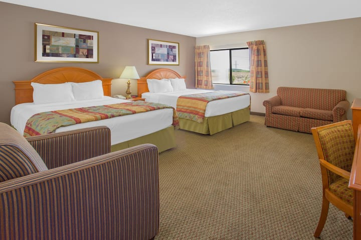 Guest room at the Days Inn Portage in Portage, Wisconsin