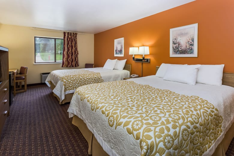 Guest Room At The Days Inn Stoughton Wi In Wisconsin