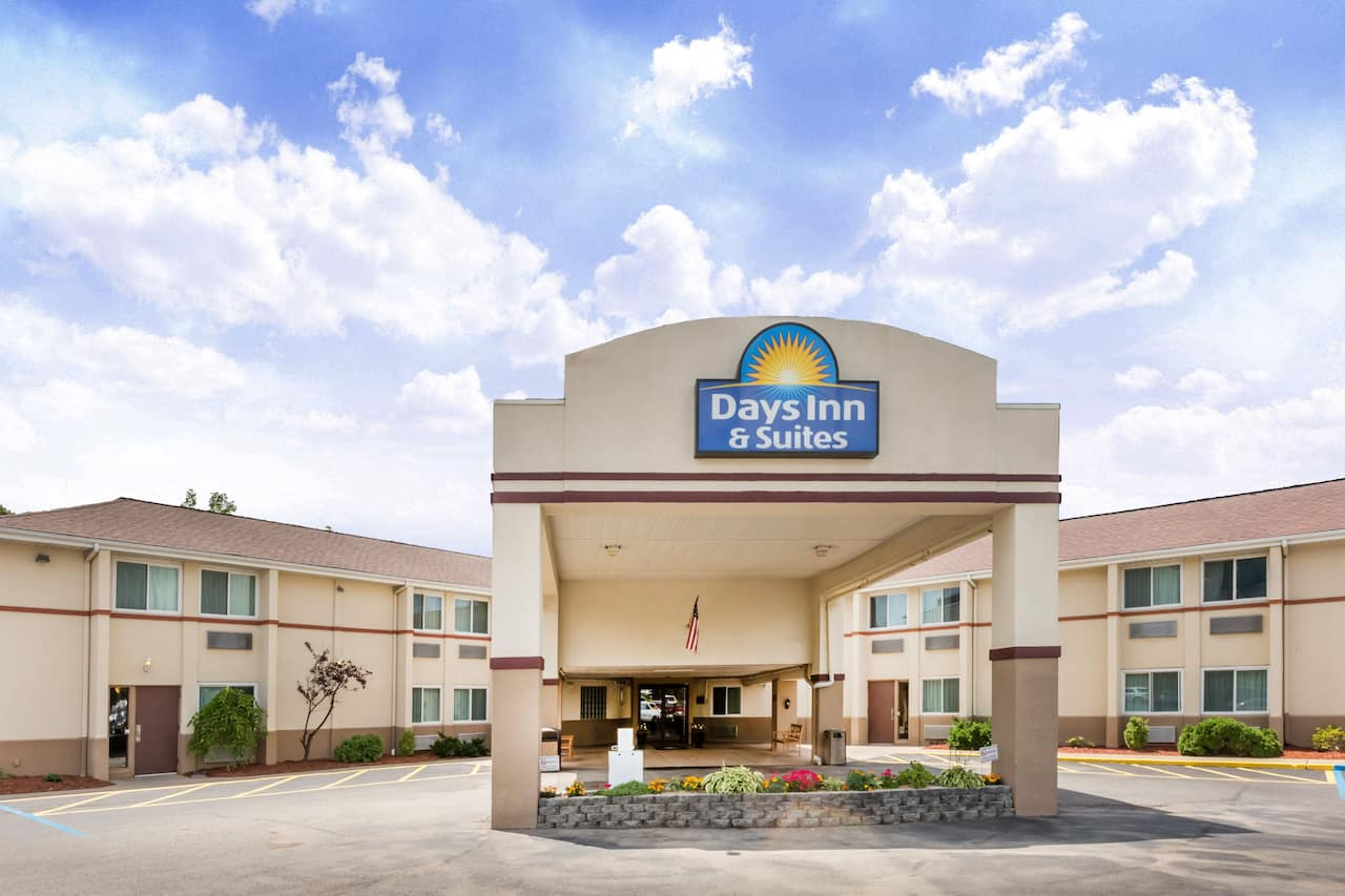 Days Inn & Suites Bridgeport - Clarksburg in Bridgeport, West Virginia