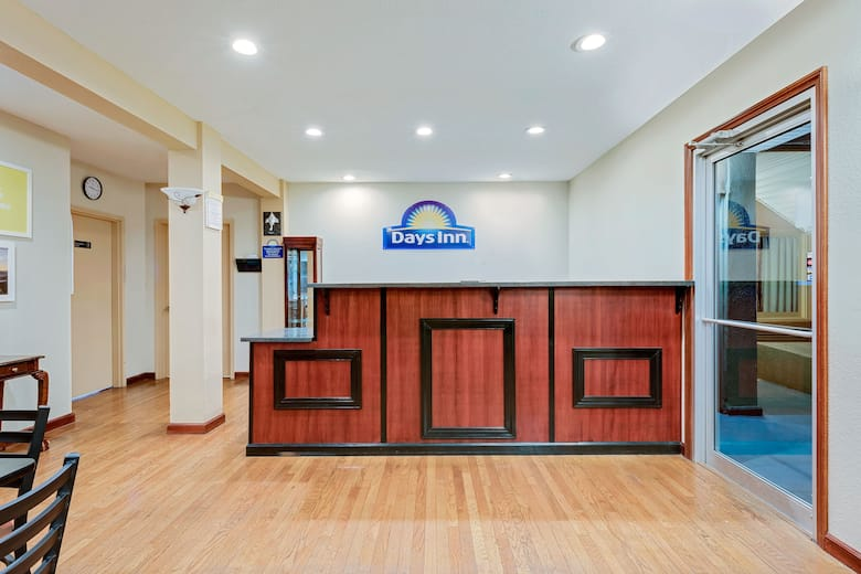 Days Inn By Wyndham Fairmont Hotel Lobby In West Virginia